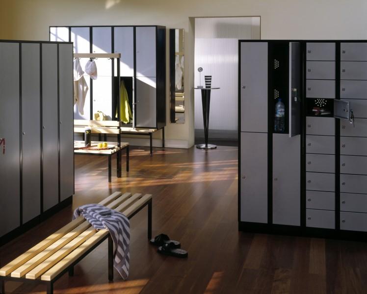 garderobenschrank spind mit 2 abteilen 4 t ren und sitzbankuntergestell 600 mm abteilbreite. Black Bedroom Furniture Sets. Home Design Ideas